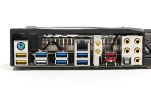 Das I/O-Panel - der nach außen am PC sichtbare Teil des Mainboards