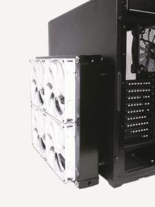 Bei einer modularen Wasserkühlung können die Radiatoren auch außen am PC-Gehäuse angebracht werden.